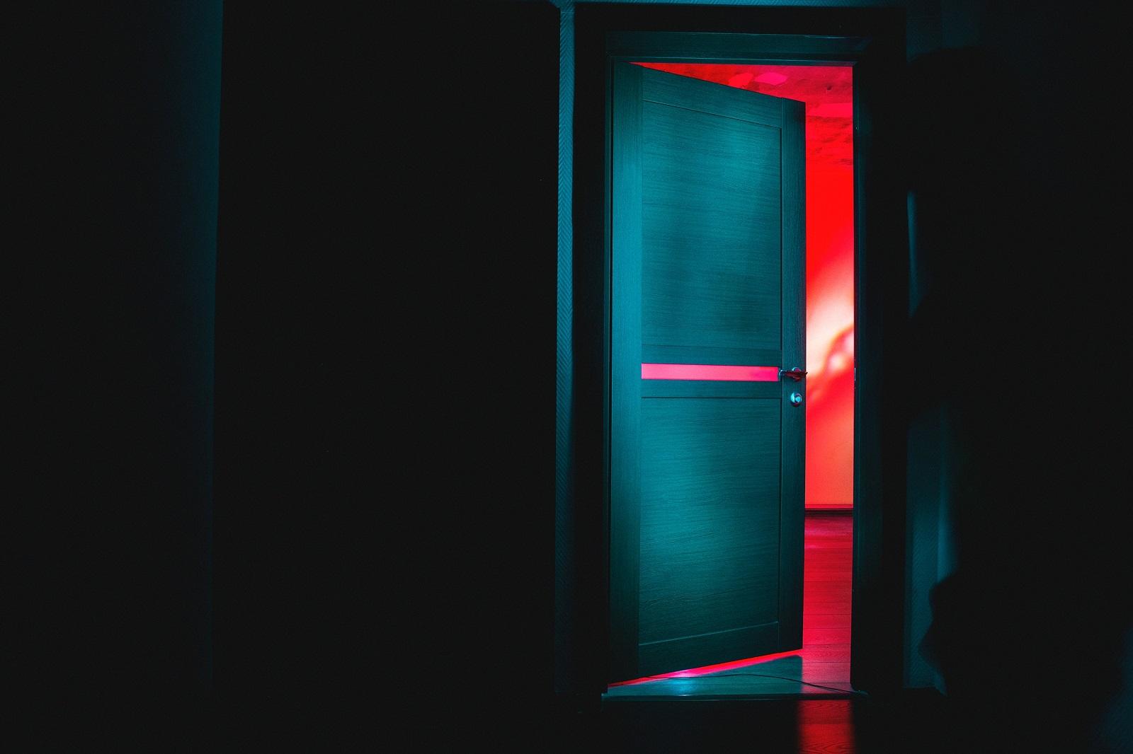 Was befindet sich hinter der Tür? [Foto: Dima Pechurin / Unsplash]